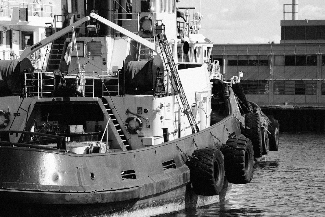 Tugboat,Watercraft,Monochrome Photography