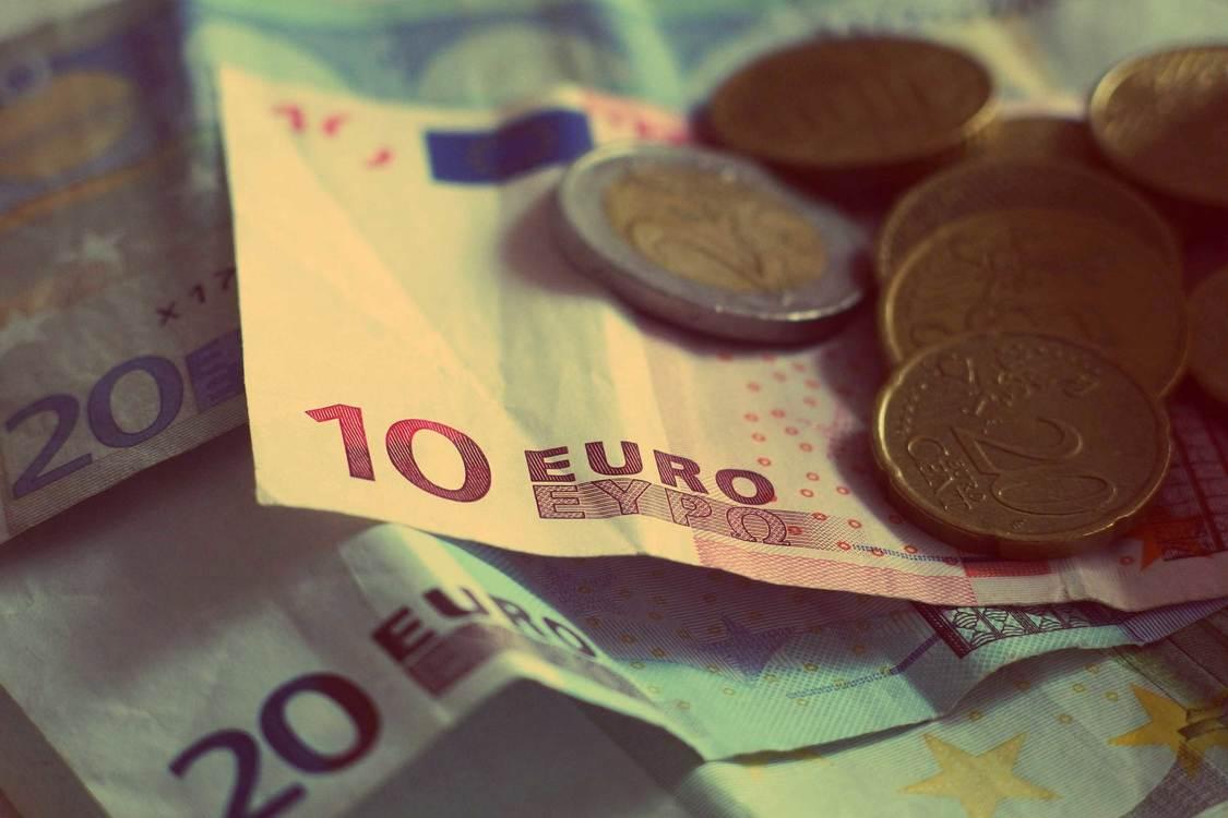 Close Up,Saving,Banknote
