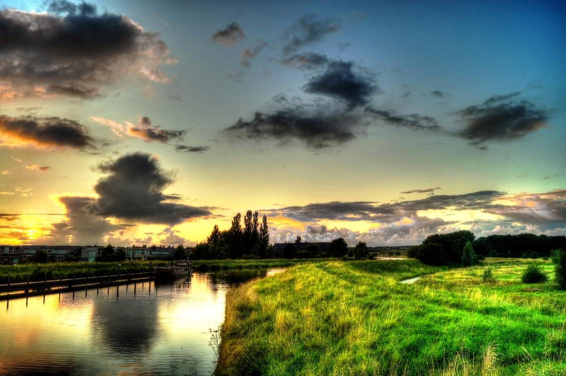 Atmosphere,Meadow,Reservoir