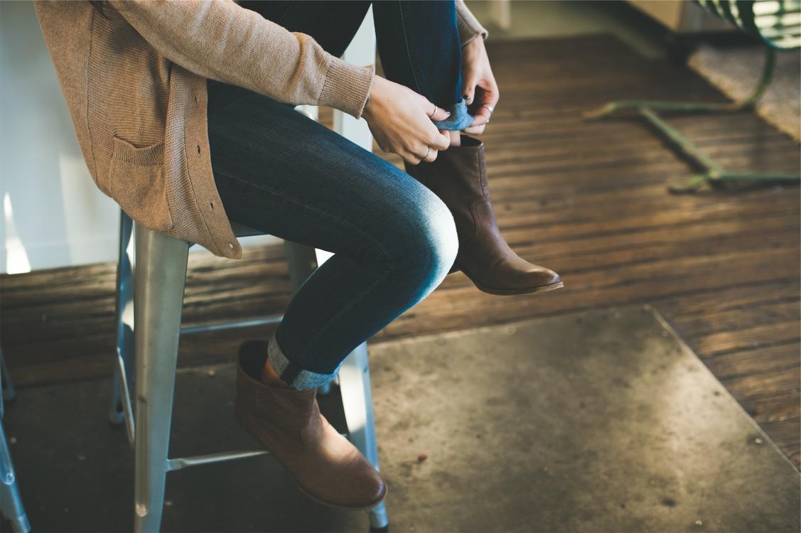 Leg,Sitting,Jeans