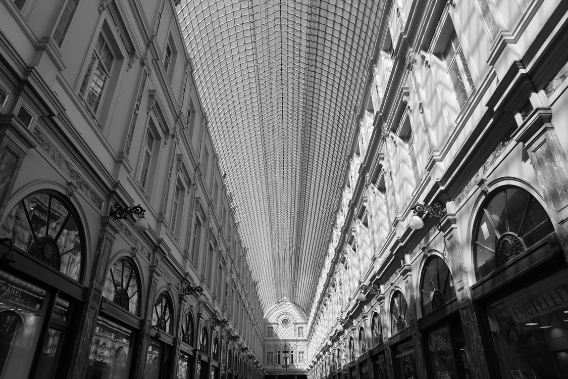 Symmetry,Monochrome Photography,Alley