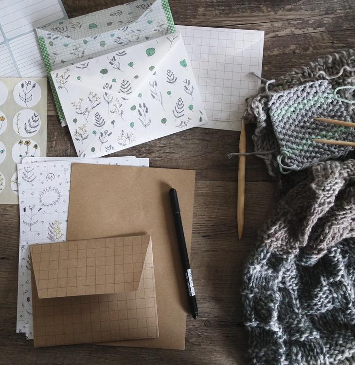 Box,Paper,Furniture