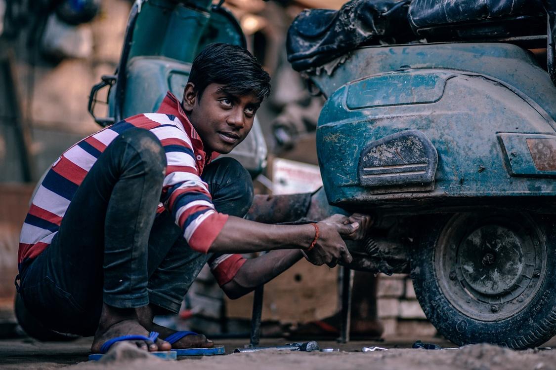 Laborer,Tire,Car