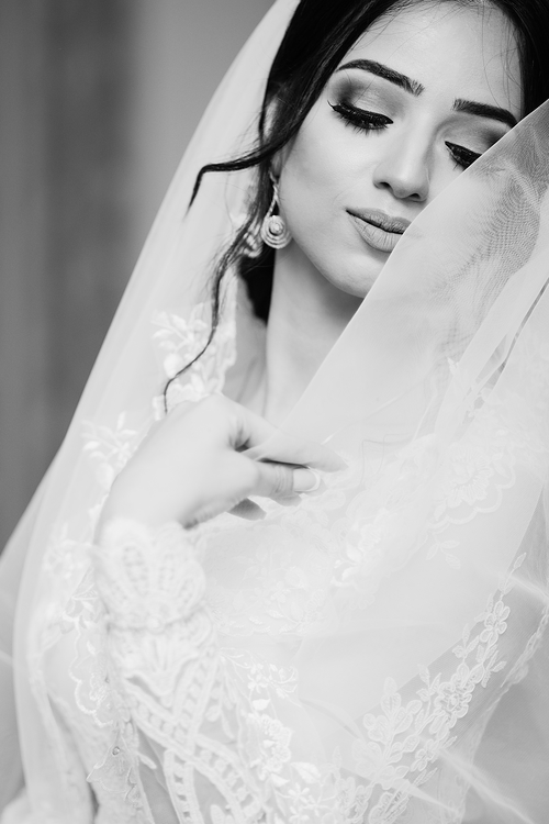 Gown,Lace,Jewellery