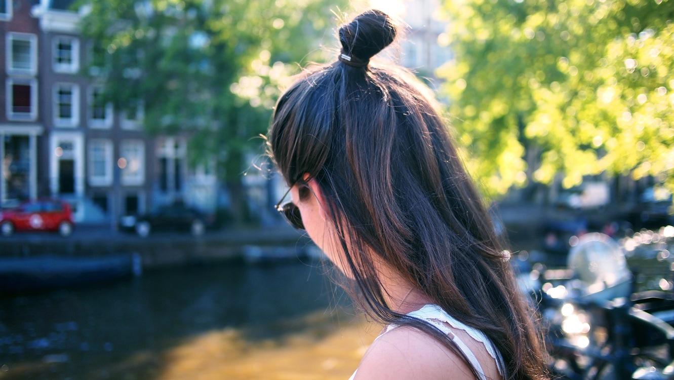 Water,Hairstyle,Black Hair