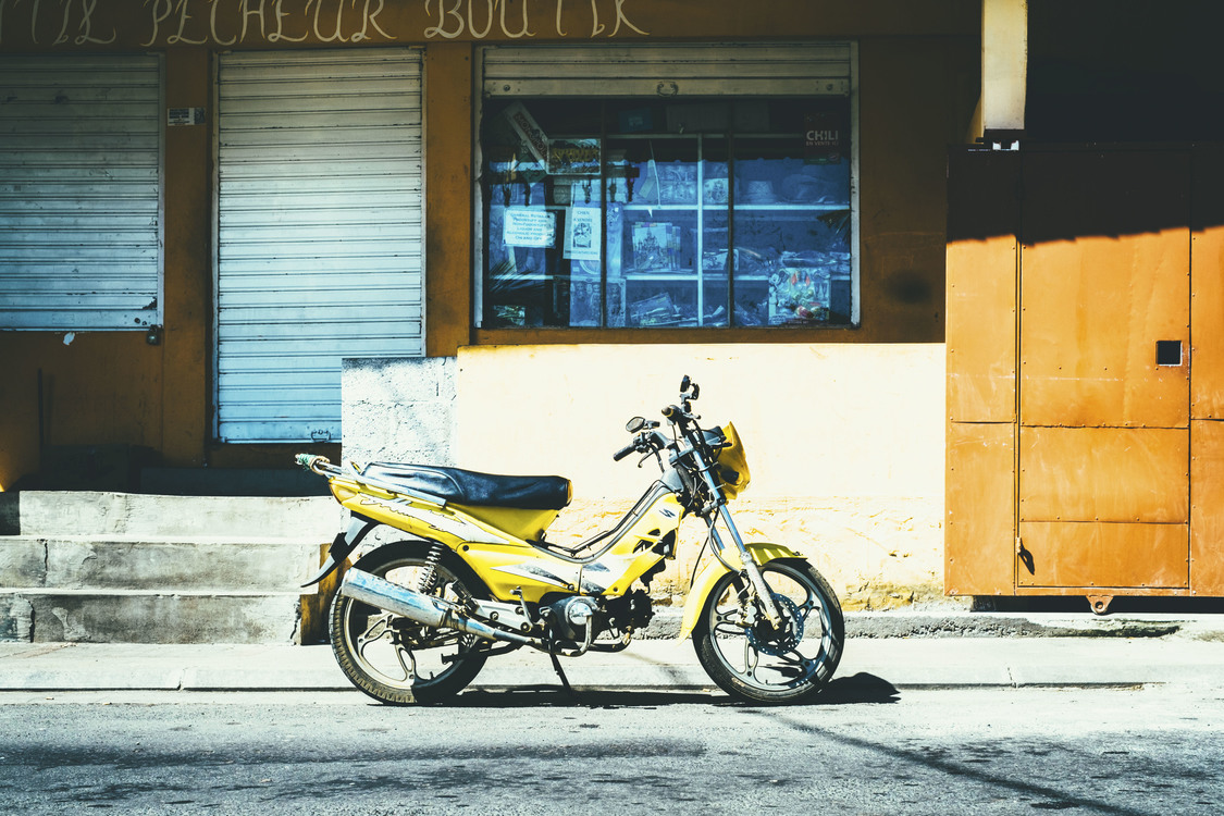 Car,Yellow,Land Vehicle