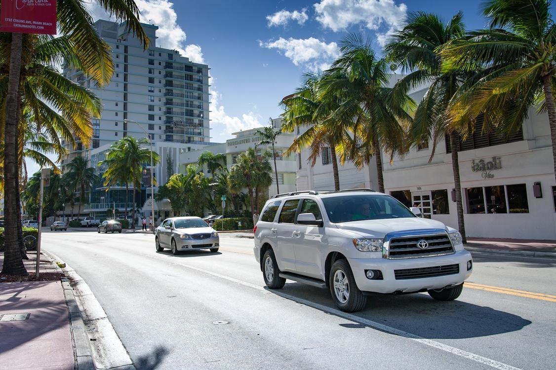 Compact Sport Utility Vehicle,Luxury Vehicle,Street