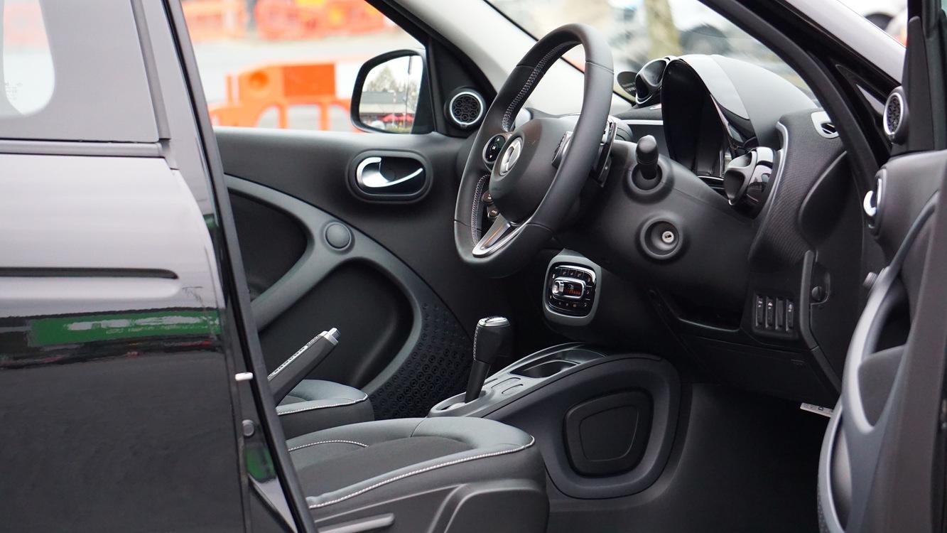 Family Car,Steering Wheel,Automotive Exterior
