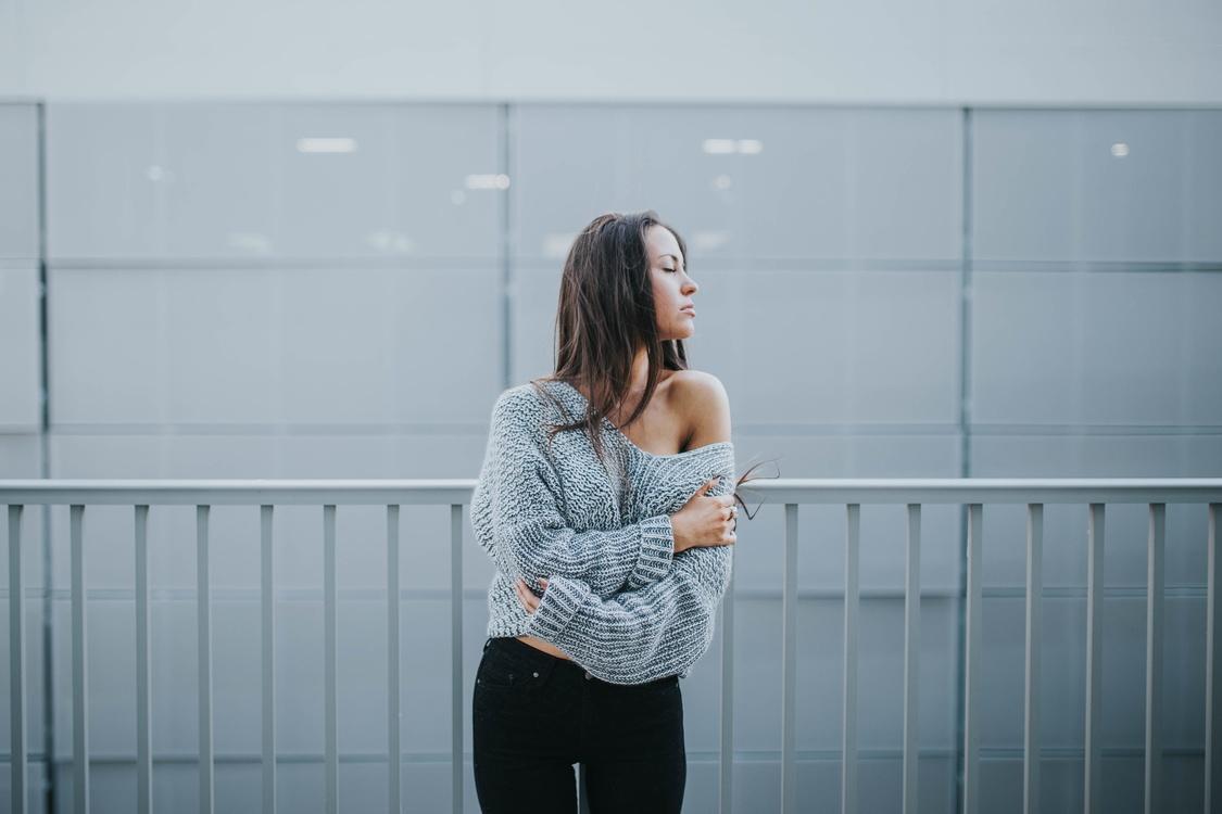 Shoulder,Standing,Outerwear