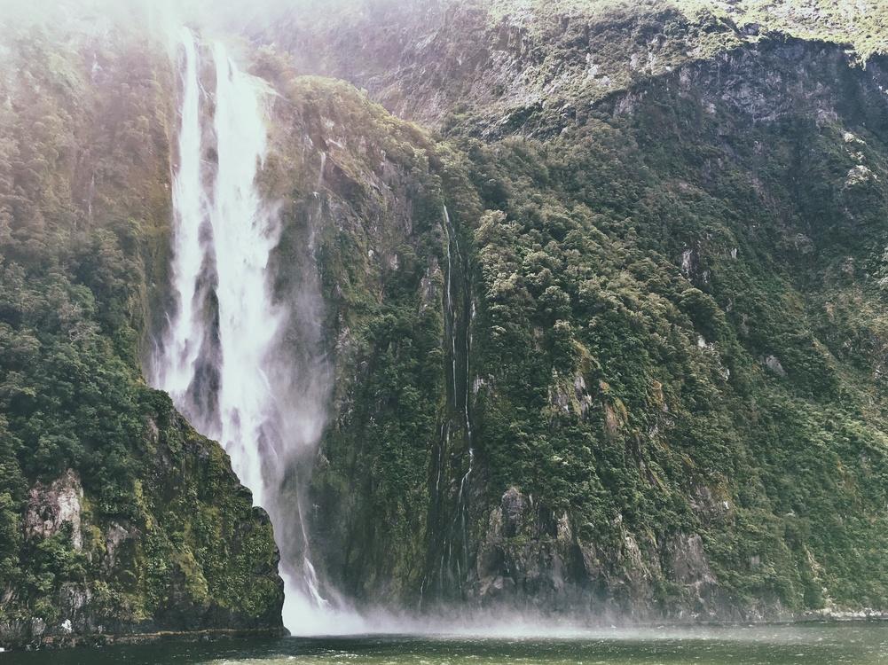 Living waterfalls 3, free 3d screensaver, animated waterfall.