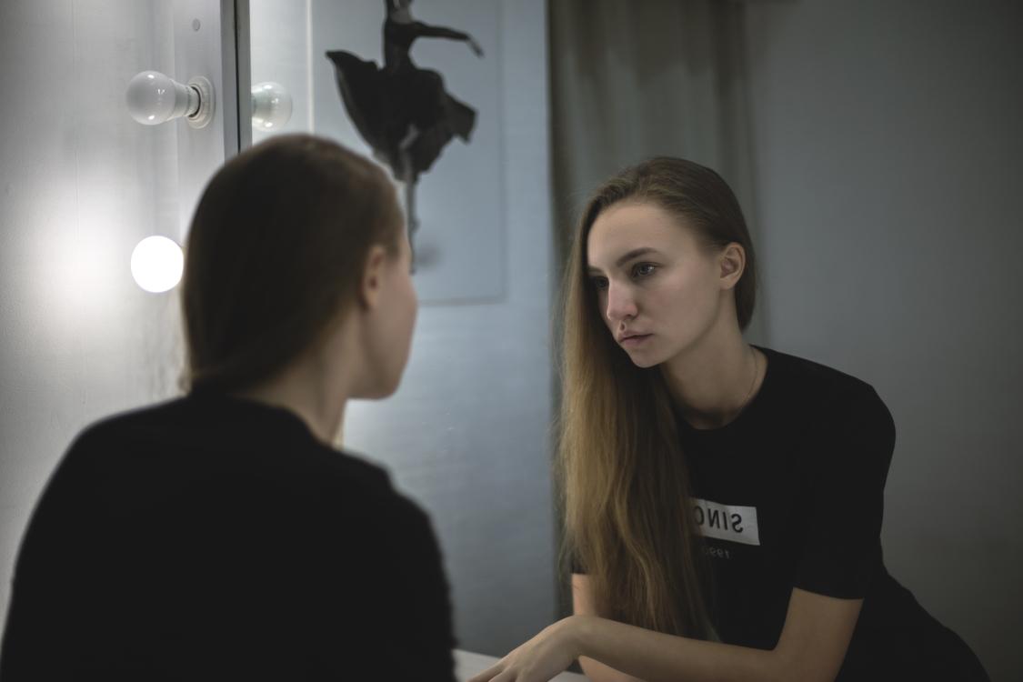 Shoulder,Conversation,Girl